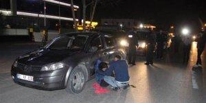 Genç çift sokak ortasında alacaklıları tarafından dövüldü