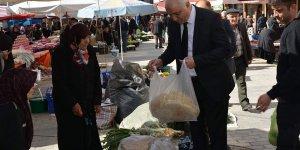 Tatlıoğlu 700 yıllık pazarı gezdi