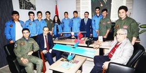 Genç Kanatlar uçaklarını tanıttı