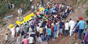 Hindistan'da feci kaza: En az 27 ölü