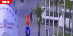 Kırmızı ışıkta geçen bisikletliye kamyonet çarptı