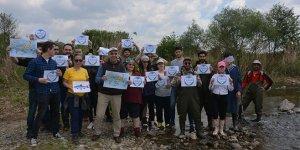 Öğrenciler İznik Gölü'nde Balık Göçü Günü'nü kutladı