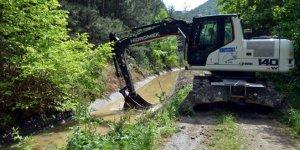 Orhaneli'de sulama kanalları temizleniyor