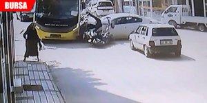 Otobüs, otomobil ve motosiklet birbirine girdi