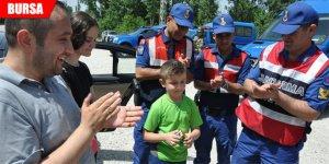 Jandarma'dan çocuklara hediye