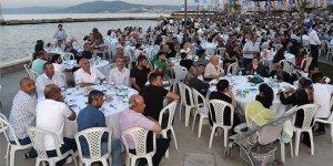 Bursa'da sahil iftarı! Binlerce kişi katıldı...