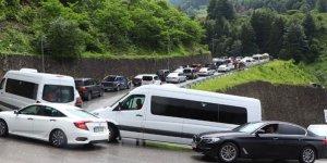 Binlerce kişi akın etti! Araç kuyruğu 10 kilometre...