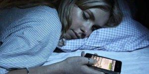 Uyurken telefon ile aranıza işte bu kadar mesafe..