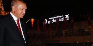 Erdoğan o pankartı görünce gençleri kırmadı