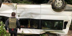 Seçmenleri taşıyan minibüs devrildi: 15 yaralı
