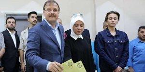 Hakan Çavuşoğlu'nun oy kullandığı sandıktan kim çıktı?