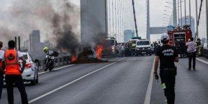 Köprüde panik! Otomobil alev alev yandı