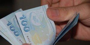 Sahte polisler yaşlı kadının 10 bin lirasını dolandırdı