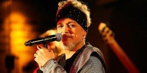 90'ların unutulmaz sesi: Harun Kolçak
