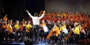 Boşnak, Sırp ve Hırvat çocuklar Srebrenitsa'da konser verdi