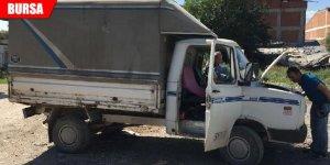 Kaza yapan kamyonet çalıntı çıktı