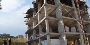 Dördüncü kattan düşen inşaat işçisi hayatın kaybetti