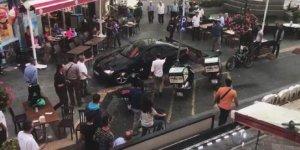 Bursa'dan Yalova'ya gitti! Otomobille insanların arasına daldı