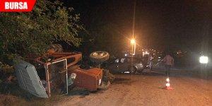 Otomobille çarpışan traktör takla attı