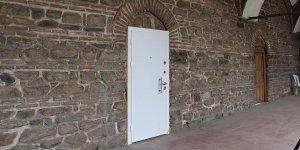 Tarihi hana tuhaf kapı! Meğer tek değilmiş...