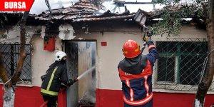 5 kişilik ailenin yaşadığı müstakil ev alevlere teslim oldu