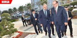 Vali Canbolat'tan ilk ziyaret Büyükşehir'e