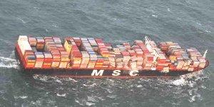 Kargo gemisinden denize düşen mallar yağmalandı