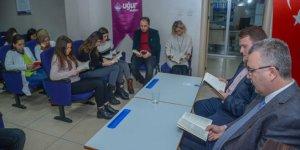 Başkan, öğrencilerle kitap okudu