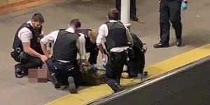 Metroda palalı adam paniği