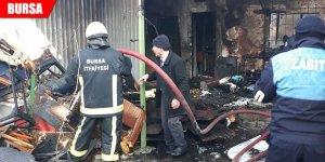 Yangını fark eden kahraman zabıtalar mahsur kalan kız çocuğunu kurtardı