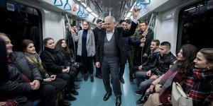 Binali Yıldırım, Marmaray'da vatandaşlarla sohbet etti
