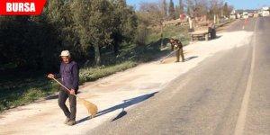 Yola dökülen mermer tozu sürücülere zor anlar yaşattı