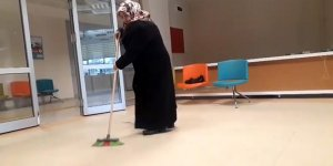 Muayene için gittiği hastanede temizlik yaptı
