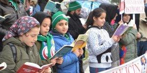Yağmur altında kitap okudular