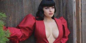 Göğüslerini küçülttüren ünlü oyuncu bir deri bir kemik kaldı