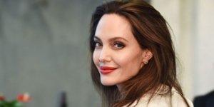 Angelina Jolie pes etti, soyadını değiştirdi!