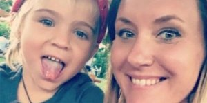 Kızının gözündeki parlaklıktan kanser olduğunu anladı!