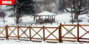 Nisan ayında lapa lapa kar yağdı!