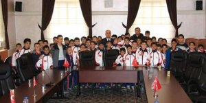 Başkan Aydın öğrencileri sevindirdi