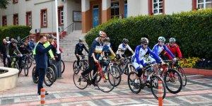 Şenlik havasında bisiklet keyfi