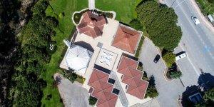 Cami, kilise ve sinagog aynı bahçede!