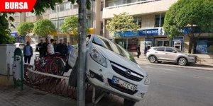 Kontrolü kaybeden araç kaza yaptı