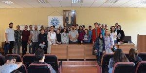 Üniversitelilere 'yükleme' semineri