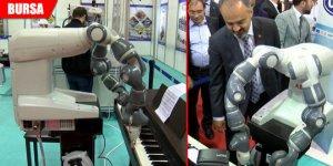 'Piyano çalan insansı robot'a yoğun ilgi