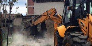 Yenişehir'de metrukbinalar yıkılıyor