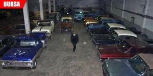 Klasik otomobillerini satışa çıkardı
