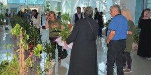 Belediye başkanınagelen çiçekler satıldı