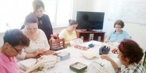 Mübadil kadınları evhanımlarına kurs veriyor