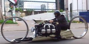Uçak motoruna  sahip motosiklet