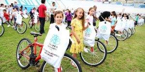 Başarılı öğrencilerin bisiklet sevinci
